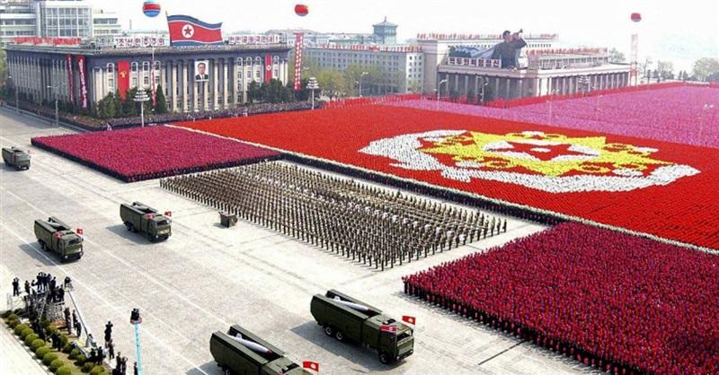 katonai felvonulásm Phenjanban