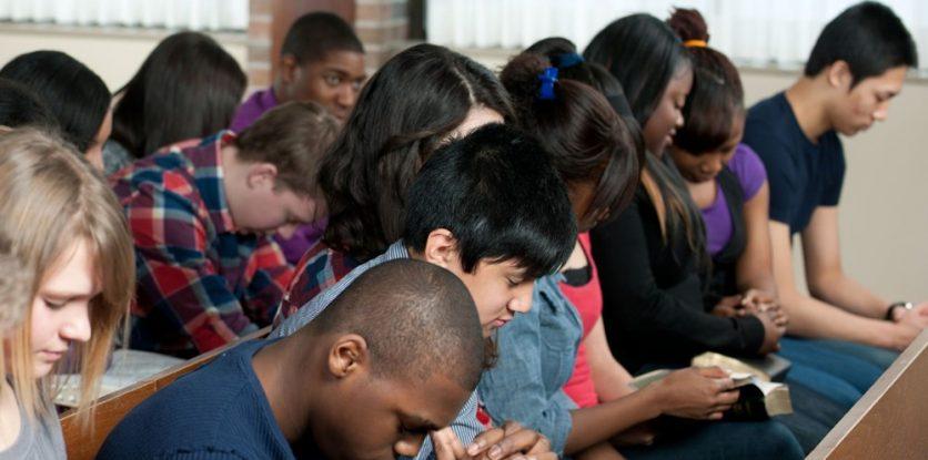 imádkozó gyerekek