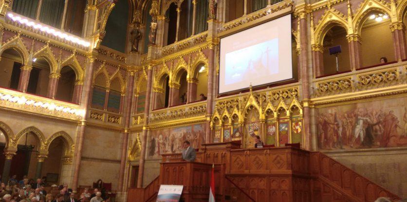 János Pál konferencia, parlament
