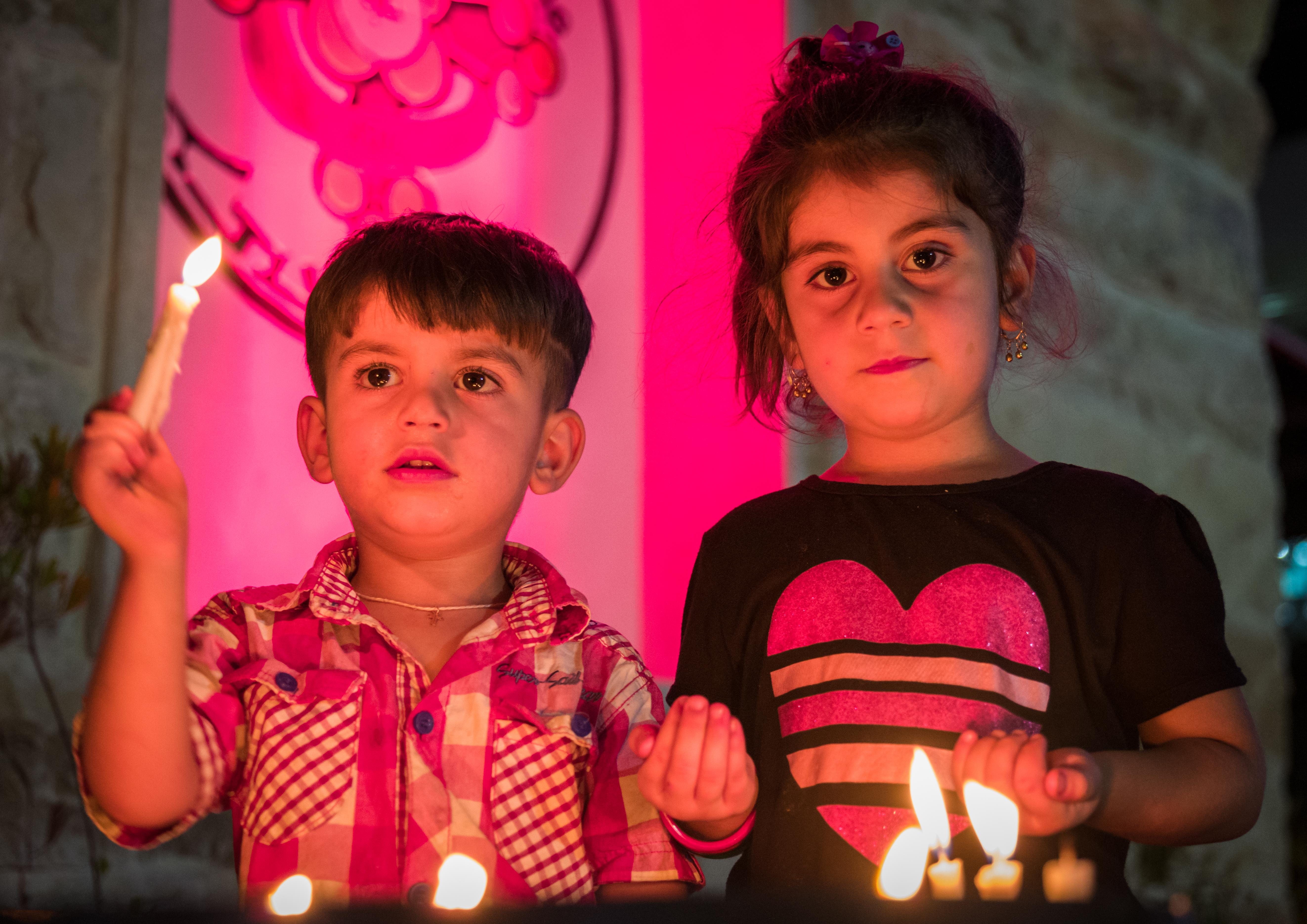 keresztény menekült gyerekek