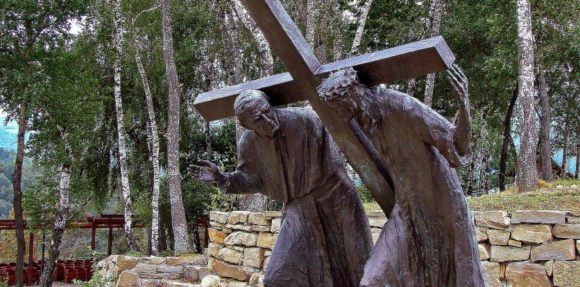 pápa keresztet viszi Jézussal