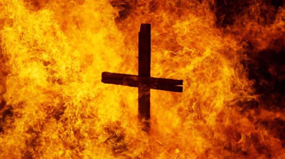 égő kereszt keresztényüldözés